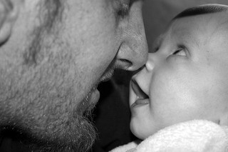 dad-baby-kisses