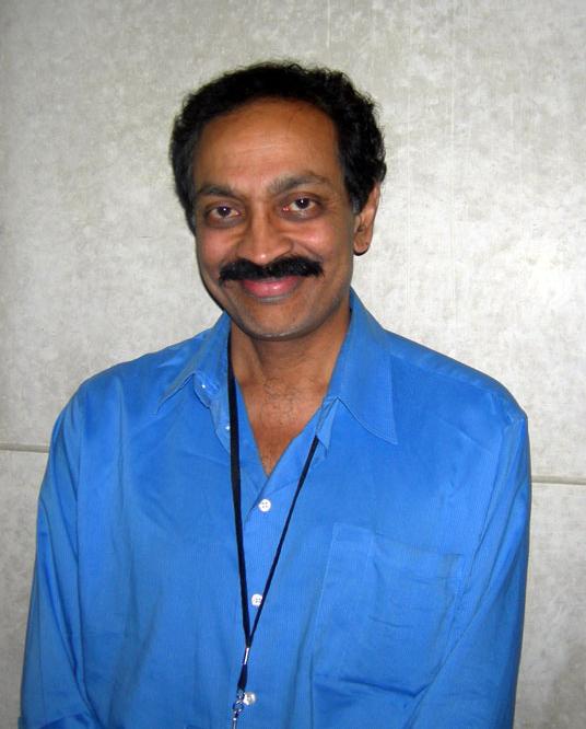 """Vilayanur Subramanian Ramachandran (nascido em 1951) é um neurocientista conhecido por seu trabalho nas áreas de neurologia comportamental e psicofísica visual. Ele é o diretor do Centro de Cérebro e Cognição e atualmente é professor do Departamento de Psicologia e do Programa de Pós-Graduação em Neurociências da Universidade da Califórnia, San Diego . Ramachandran é conhecido por seu uso de métodos experimentais que dependem relativamente pouco de tecnologias complexas, como neuroimagem. Apesar da aparente simplicidade de sua abordagem, Ramachandran tem gerado muitas idéias novas sobre o cérebro. Ele foi chamado de """"O Marco Polo da neurociência"""", por Richard Dawkins e """"o moderno Paul Broca"""", por Eric Kandel. [7] Em 1997 a revista Newsweek o nomeou como um membro do """"The Century Club"""", uma das """"cem pessoas mais importantes para se observar"""" no século 21. Em 2011  a revista Time o listou como uma das """"pessoas mais influentes do mundo"""" na lista """"Time 100"""". Ramachandran é autor de vários livros que têm recebido interesse do público geral. Estes incluem Phantoms In the Brain (1999) e, mais recentemente, The Tell-Tale Brain (2010)."""