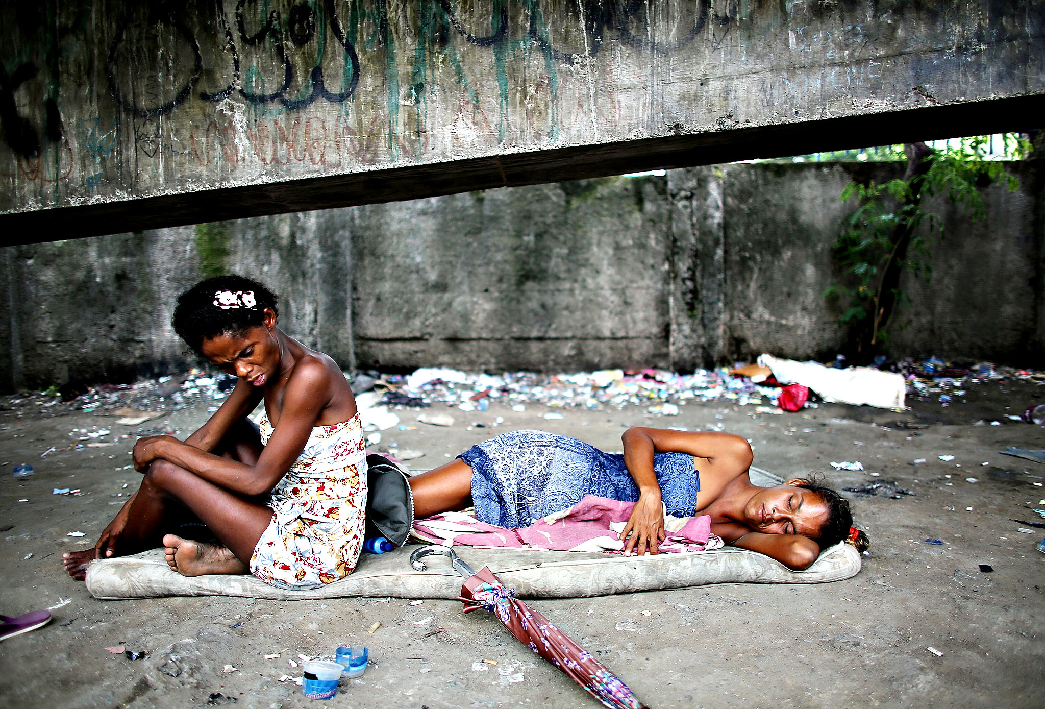 Brazil Struggles With Crack Epidemic...RIO DE JANEIRO, BRAZIL - DECEMBER 10:  Drug users gather beneath an overpass in an area known as 'Cracolandia', or Crackland, in the Antares shantytown on December 10, 2013 in Rio de Janeiro, Brazil. According to the Economist, recent studies have shown Brazil to be the world's largest crack market, with 1-1.2 million users. The use of crack has   rapidly expanded and become a nationwide epidemic largely due to Brazil's proximity to cocaine-producing countries and an increase in purchasing power within the country.  (Photo by Mario Tama/Getty Images)