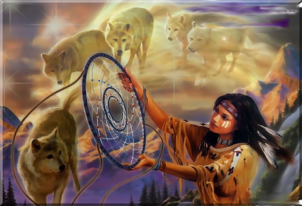 Figura 6_ Apanhador de sonhos. É um amuleto da cultura indígena Ojibwa (EUA e Canadá), que consiste em um aro feito de um galho de salgueiro revestidos com tiras de couro ao qual são entrelaçados vários fios como teias de aranha e neles amarrados contas, no aro são penduradas penas de coruja e águia. Na cultura Okibwa acredita-se que com o cair da noite o ar se encher de sonhos bons e ruins por isso os apanhadores de sonho eram colocados em cima do leito das crianças para que ele filtrasse os sonhos bons dos ruins evitando assim os pesadelos. Esse objeto se disseminou na década de 70 com o movimento Panameríndio e atualmente pode ser encontrado praticamente em qualquer lugar do mundo.