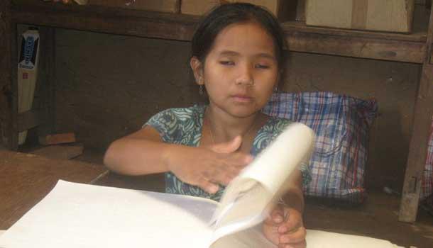menina cega no Nepal